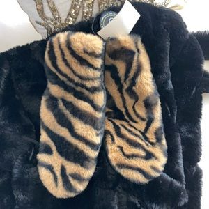 🖤💛✨SAKS 5th Ave Genuine leather mittens ✨